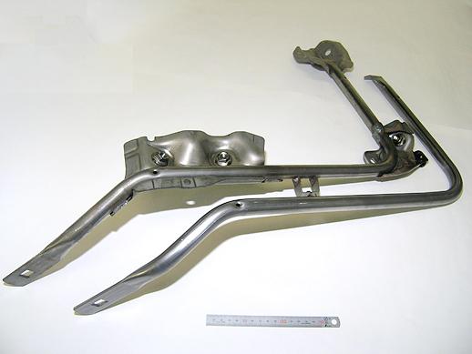 エンジンカバー フレームパイプ